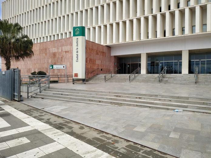 Condena de cárcel por empotrarse intencionadamente contra un kiosko en Marbella